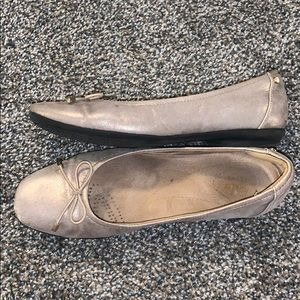 Clark's Candra light metallic champagne flats
